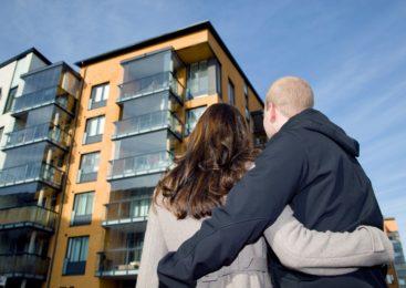 Особенности покупки жилья через агентство. Можно ли найти доступное жилье возле метро через агентство?